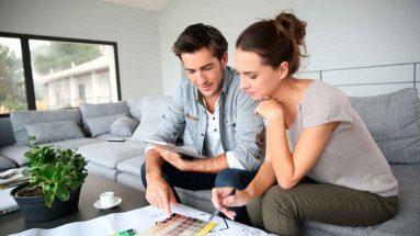 casal escolhendo apartamento